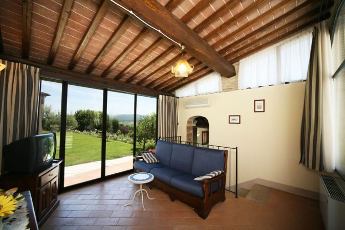 Tuscan apartment with a panoramic view on the Chianti hills